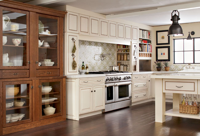Kitchen in cognac and canvas with cocoa glaze kraftmaid for Dove white cabinets with cocoa glaze
