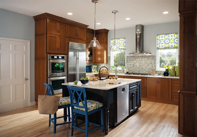 Shelving with glass doors and a bold contrasting cabinet back in Envy creates a focal point, while the surrounding cabinetry finished in Golden Lager and Midnight blends beautifully with all of your treasures, old and new.