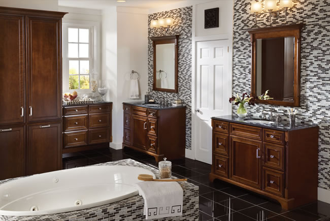 Traditional style meets modern living in this warm master bath. Double vanities and extensive storage deliver a personal signature thanks to the incorporation of a bath accent collection.