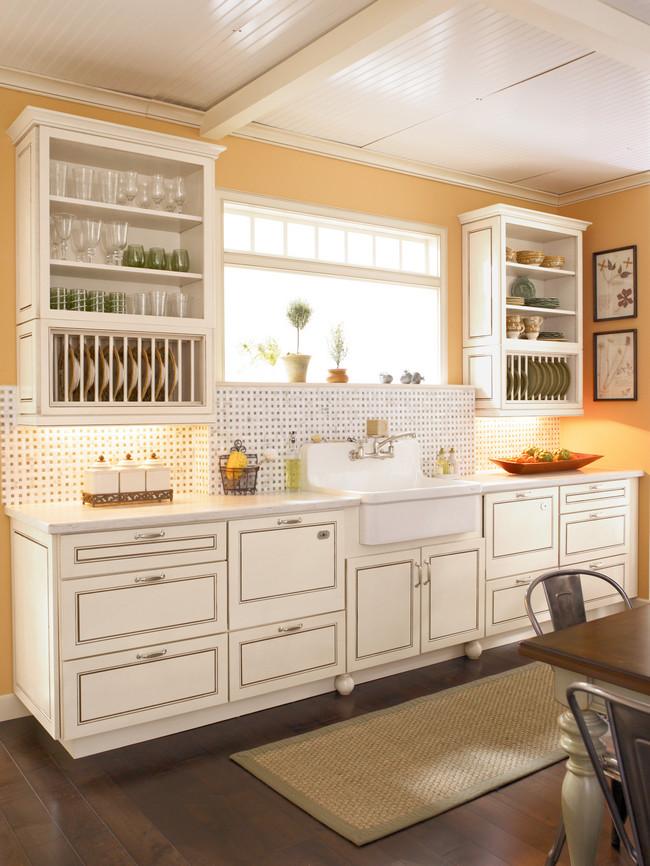 Maple in biscotti with cocoa glaze kitchen kraftmaid for Cocoa cabinets