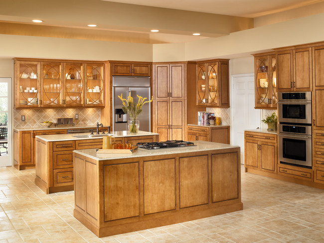 Lighted cabinets with Bistro Glass open up this luxurious kitchen while dual islands in Praline with Mocha highlights give it substance.
