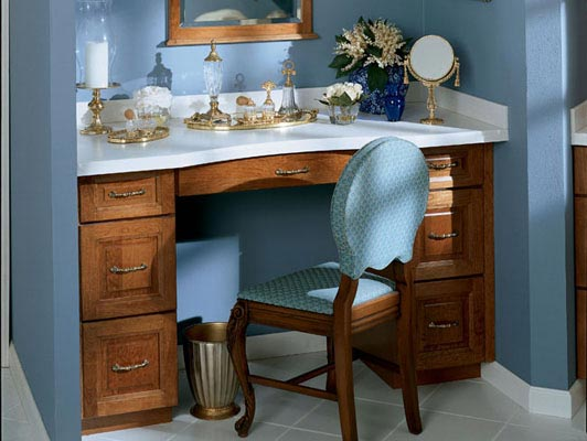 Knollwood Cherry Square in Sunset imparts a luxurious feel to the makeup area and dressing table in this bedroom. Striking drawer pulls and a rounded countertop highlight the premium materials.