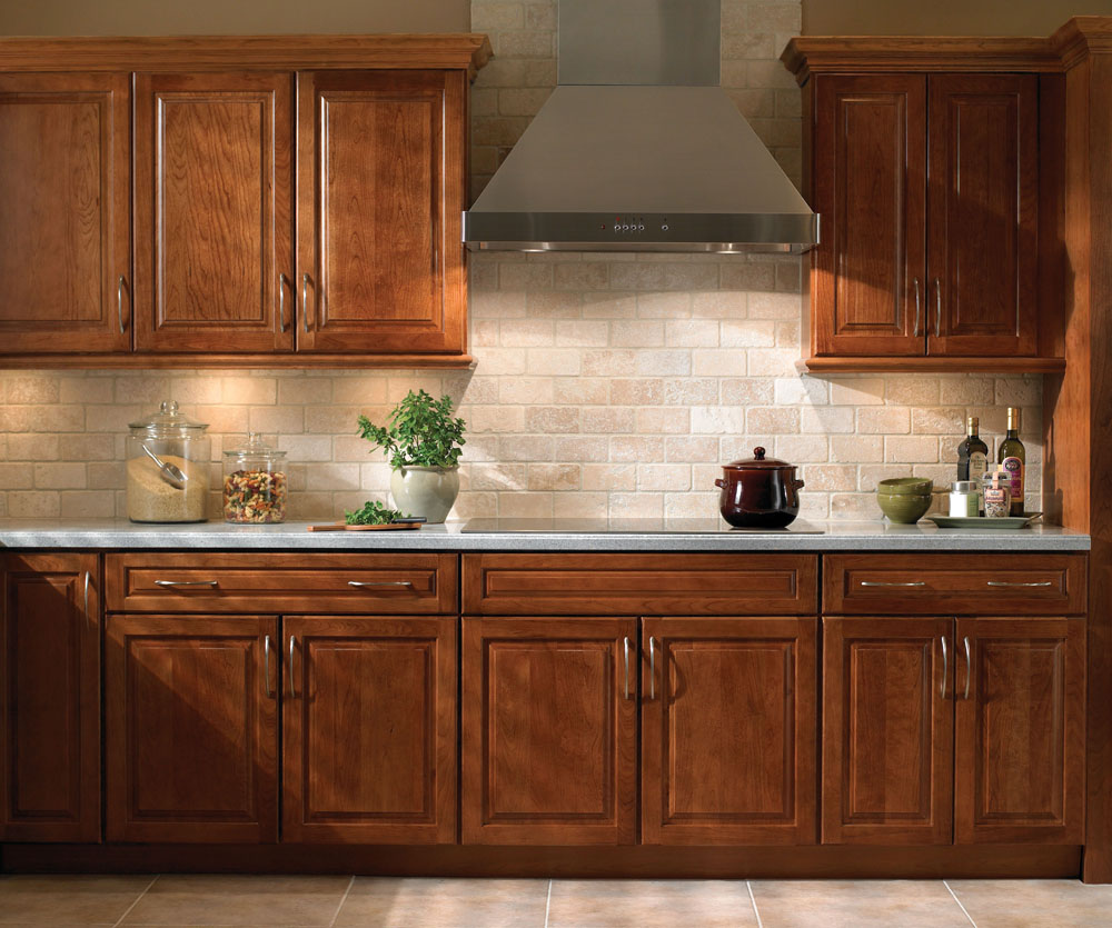 Hickory cathedral kitchen cabinets granite creek for Cathedral kitchen cabinets