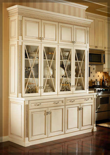 Dining room hutches kraftmaid cabinetry for A dining room hutch