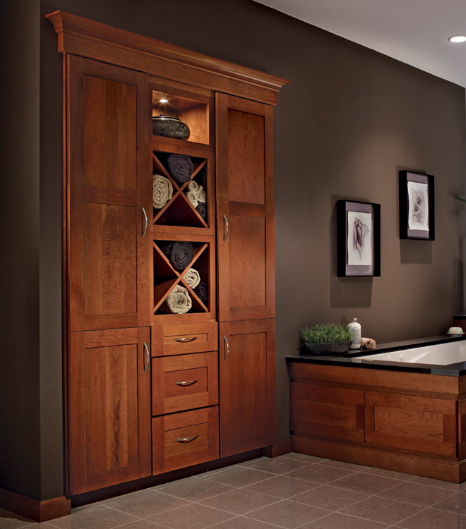 Bath collections master suite kraftmaid cabinetry for Kraftmaid storage solutions